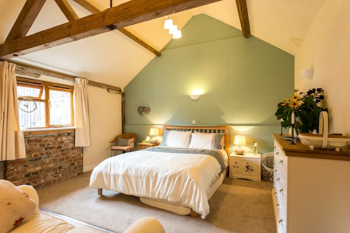 Escape to the New Forest - lovely character barn