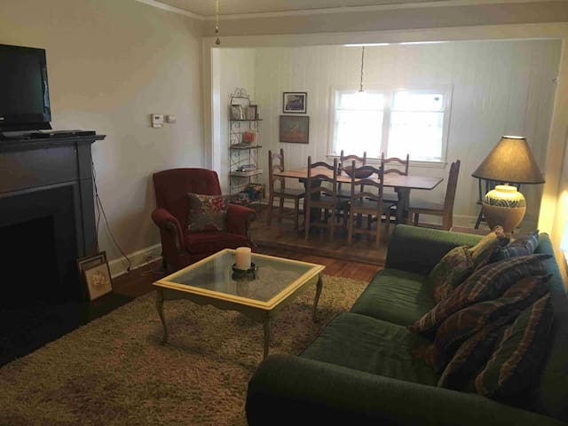 40s home close to Panthers Stadium - Charlotte - Hus