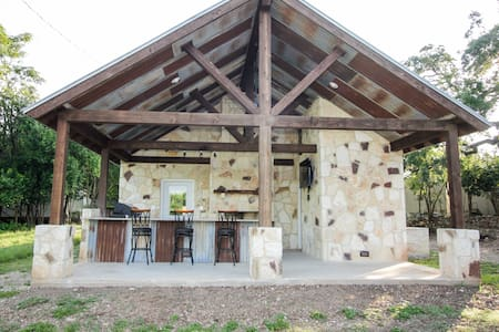 Rock Studio Apt. with Outdoor Kitchen off Main St. - Bandera