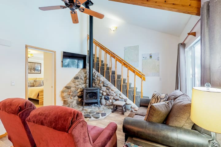 Newly updated, dog-friendly condo - close to downtown Ketchum & the ski lifts!