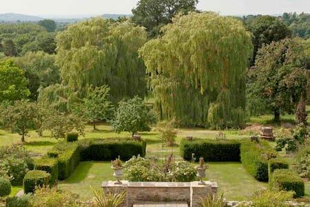 stunning location, impressive views (single room) - Charlton Kings