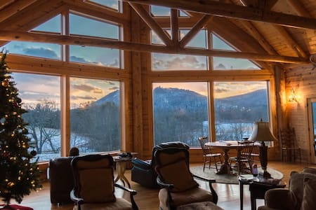 Secluded mountain lodge on 224 acres for rent