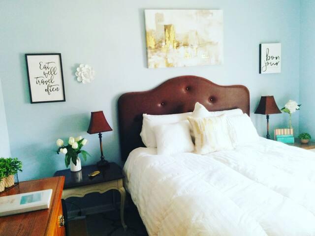 Private Queen Bedroom in Geist