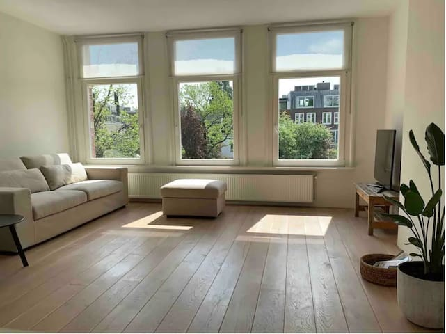 Bright Waterview apartment Amsterdam
