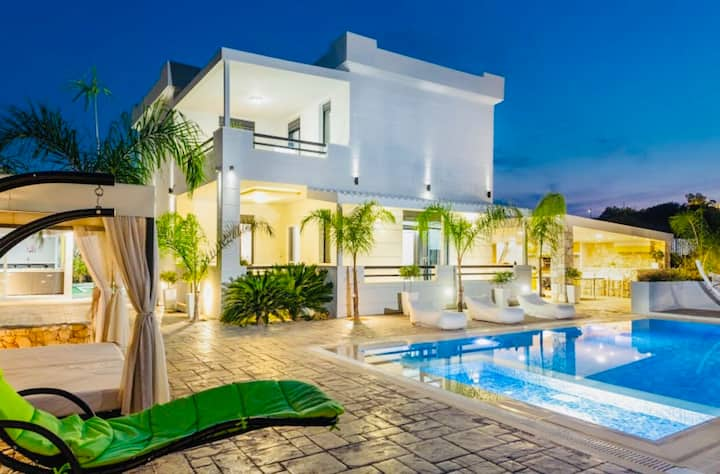 Villa Green Diamond  with Private Heated Pool