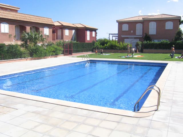 Apartamento de playa con vistas al mar y piscina. - Mont-roig del Camp