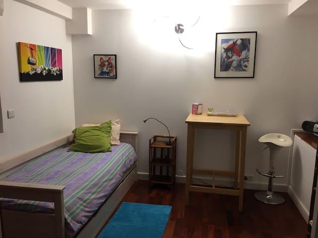 Chambre, SDB et WC privés dans résidence