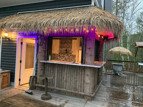Luxury Cottage with Tikki Bar on Lake Clear