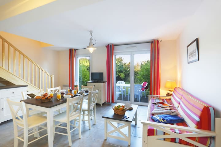 Welcome to your home away from home in beautiful Saint-Pol-de-Léon!