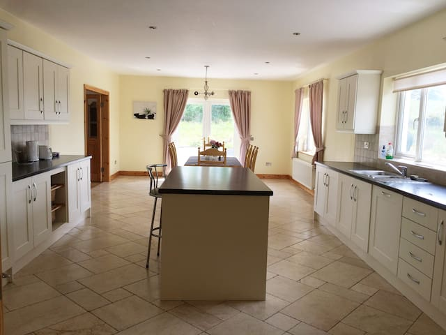 Lambfield Lodge, Lovely Leitrim's Country Retreat