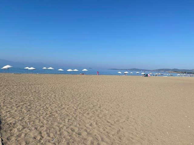 Denize yürüme mesafesinde,wifi, klimalı,