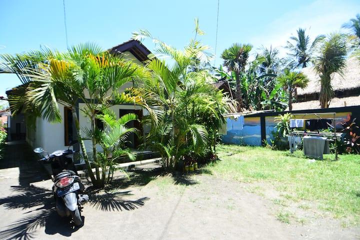 Medewi Beach Family Homestay (2 bed, Aircon)