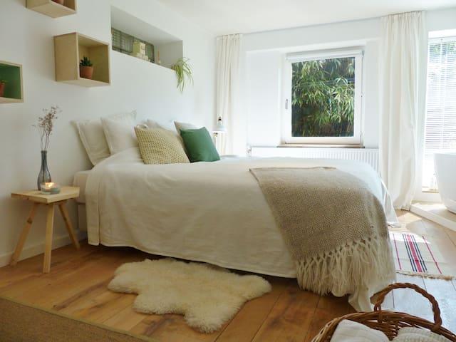 Scandinavian Bed & Bath