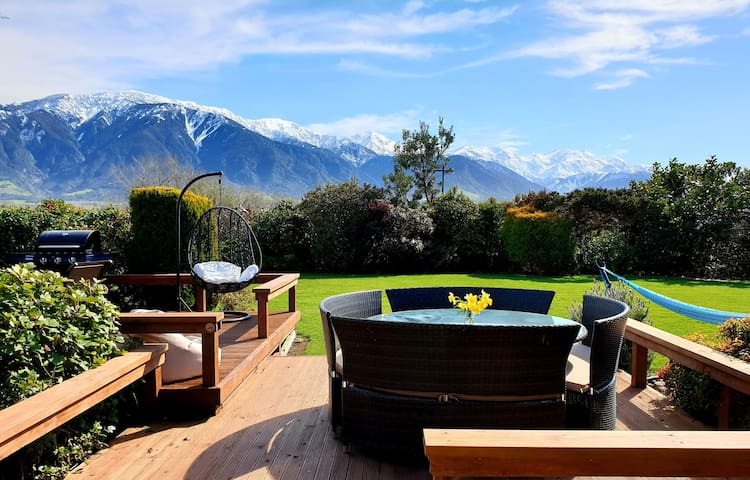 Te Mahuru Retreat Kaikoura- Room 2 with Hot Tub