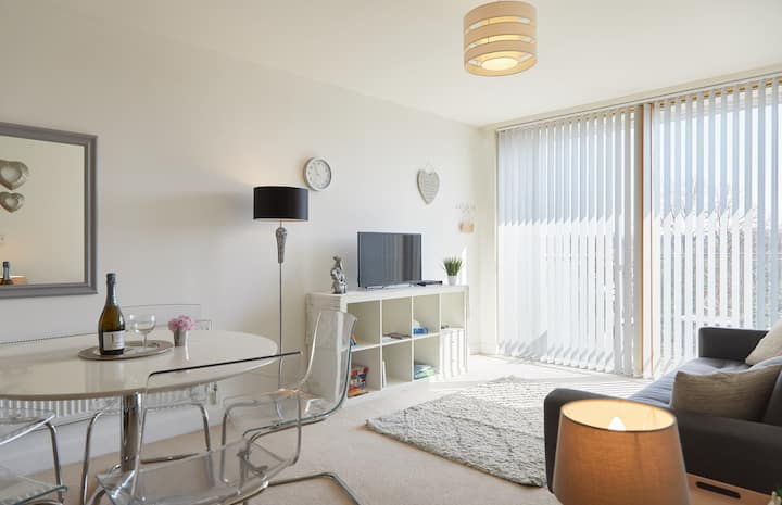 Exclusive use of spacious apartment: London & Kent