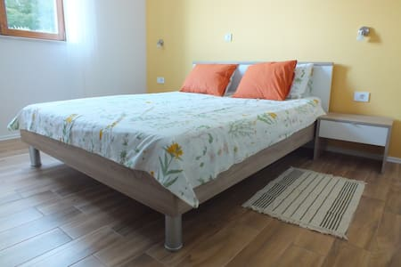 Private double bedroom in a peaceful area - Matulji