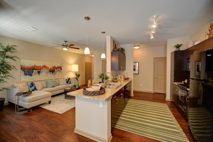 Clean, comfortable apartment | 1BR in Jacksonville