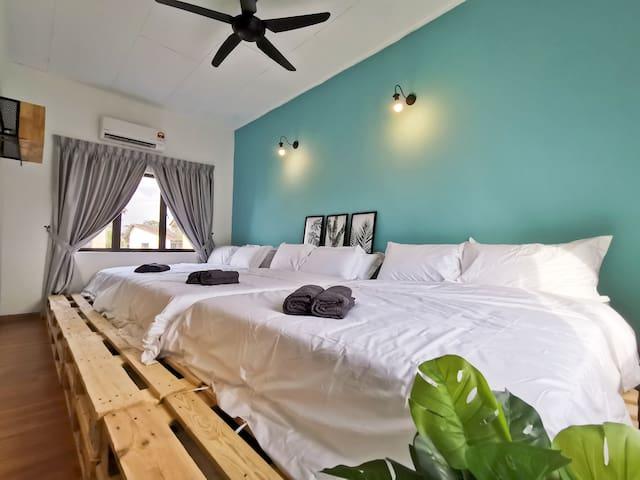 Interior of Room 5: 3 Queen Beds