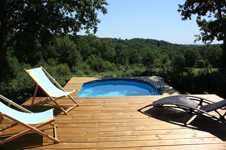 Maison lumineuse-calme-piscine-très belle vue