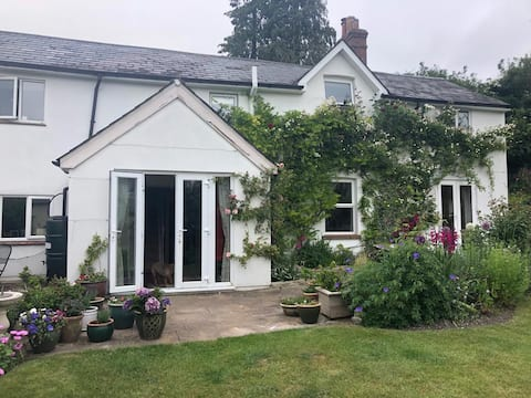 Cosy ensuite in charming cottage