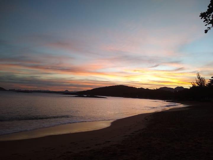 Apto de 2 qts na bela praia de setiba.