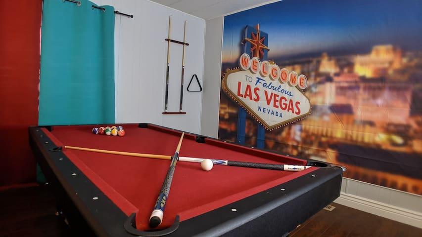 Vintage *Las Vegas* Style Home-15 Min-To Strip