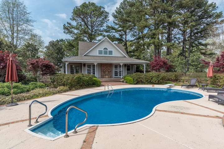 The Pool House at 4300