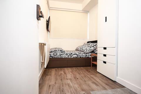 舒适雙人套房 - 一分钟到地铁和东铁。