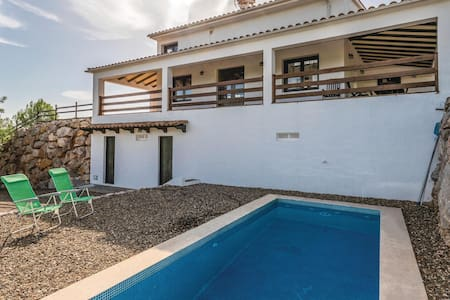 Holiday cottage with 3 bedrooms on 350m² in Ardenya