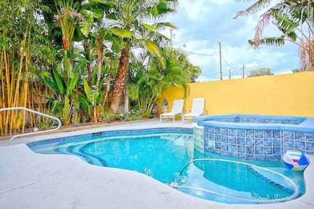 Relaxed Sunshine Pool Home Historic West Palm Bch