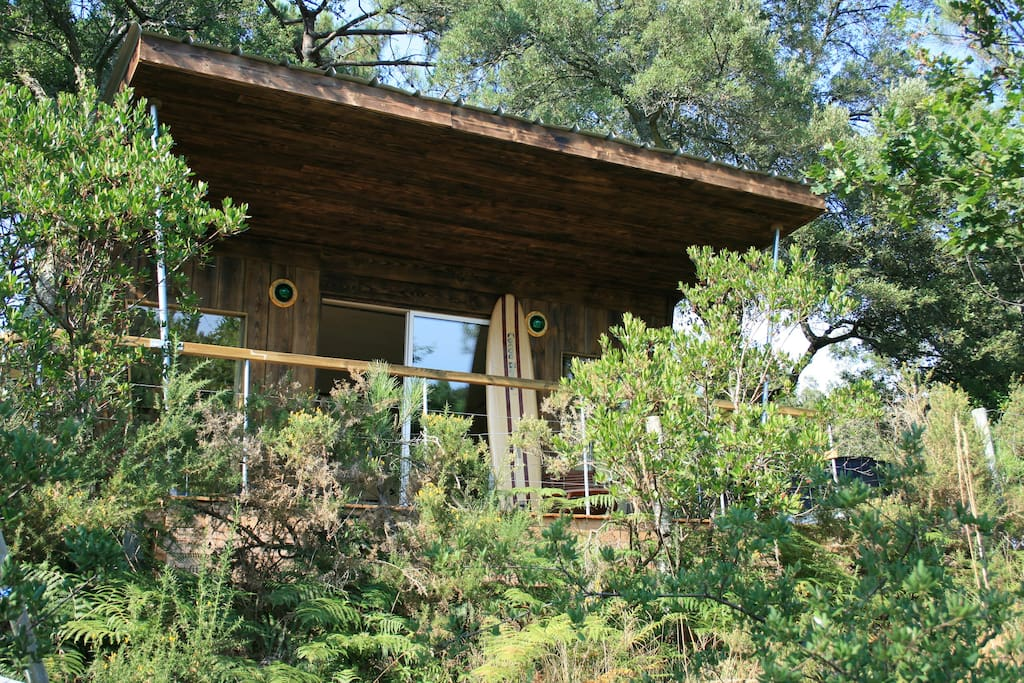 cabane dans les arbres style lifeguard treehouses for rent in capbreton aquitaine limousin. Black Bedroom Furniture Sets. Home Design Ideas