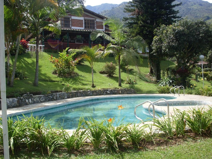 Beautiful countryhouse just 20 mins from Medellín.