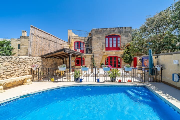 Il-Mohba - Authentic 3 bedroom farmhouse with pool