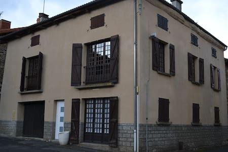 Appartement dans maison de Bourg - Arlanc
