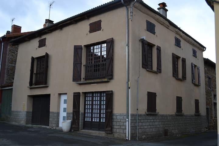 Appartement dans maison de Bourg