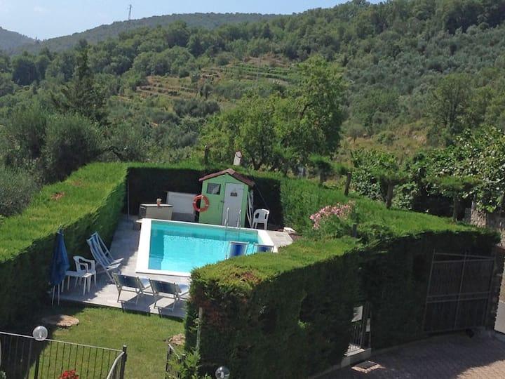 Large, comfortable, swimming pool, garden, parking