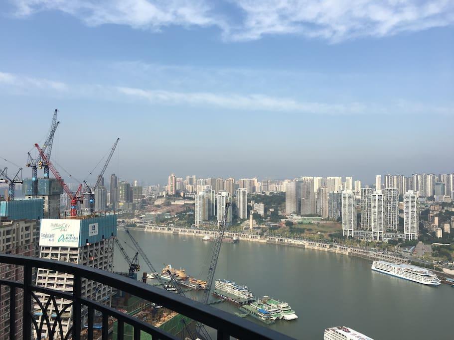 阳台的江景