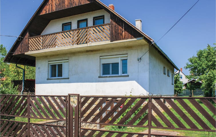 Holiday apartment with 3 bedrooms on 80m² in Balatonakali