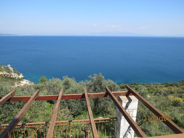 Τhe best view to the Laconian bay3. Β&Β