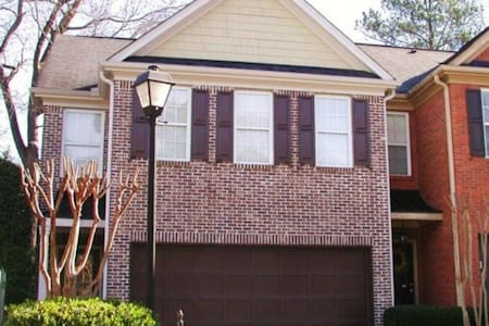 3 bedroom brick townhouse in Smyrna, GA - Smyrna