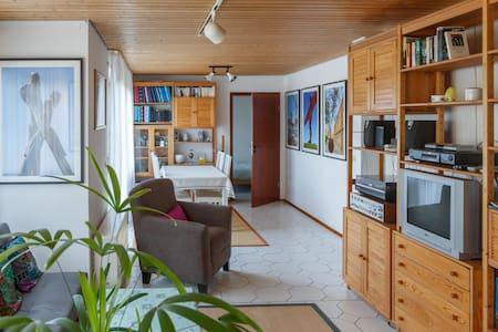 Sonnige Wohnung am Rand des Schwarzwalds. - Birkenfeld - Lägenhet