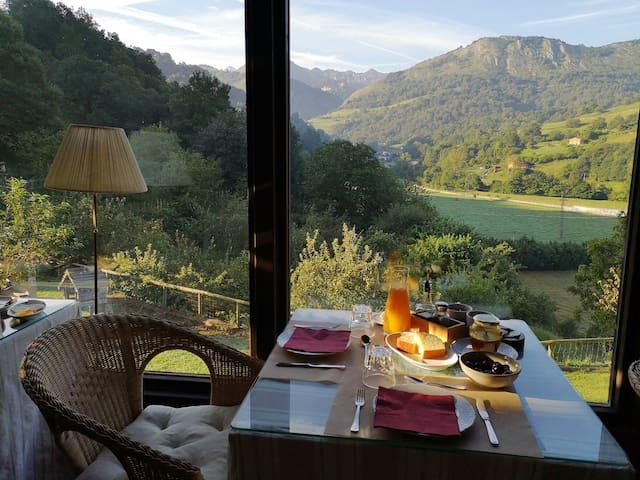 Petit-déjeuner avec vue sur Picos de Europa