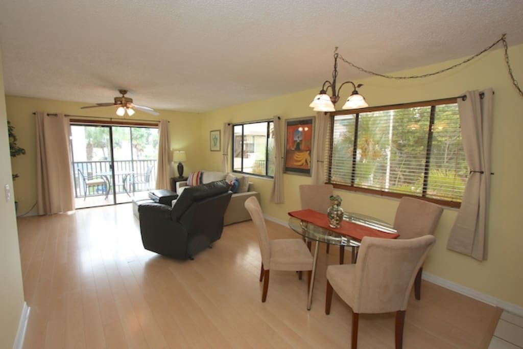 Open Living Area with Sleeper Sofa/Cable TV/Private Patio
