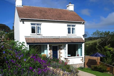 Top 20 holiday lettings sennen cove holiday rentals for 2 millpool terrace mousehole
