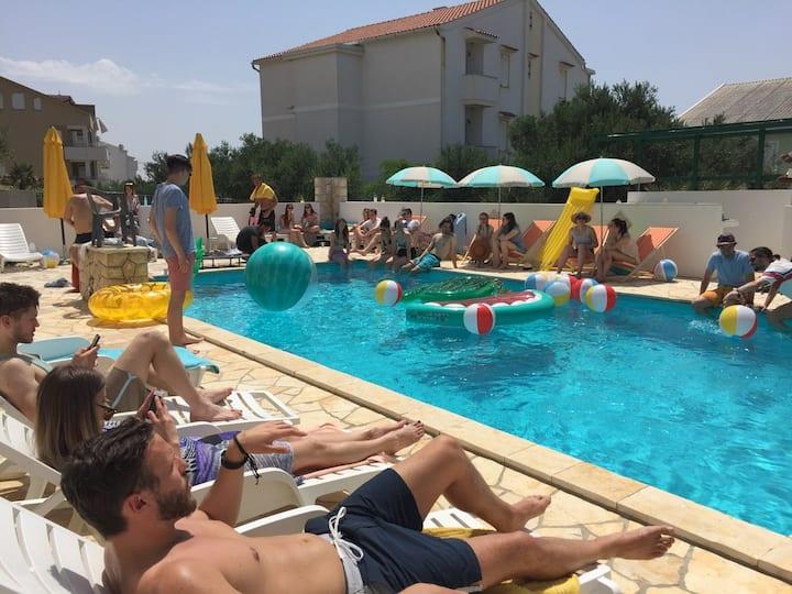 Strict center apartment R&V / Swimming pool / 9ppl