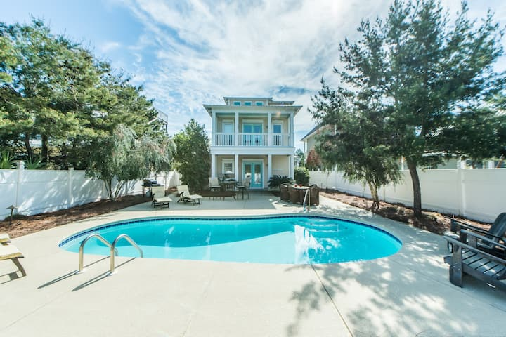 Private Pool, Walk to Beach, 3 Bikes, Large Floor Plan at 2,100 Sq Ft ~ Shell of a Good Time