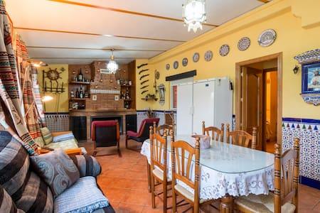Casa con chimenea a 3 kms del centro - La Zubia