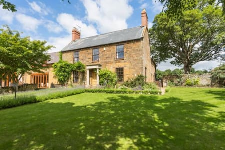 Farmhouse with Private Golf Course! - Adderbury - Villa