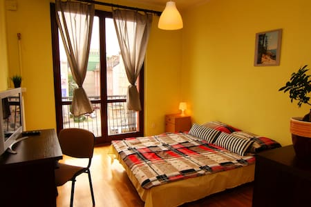 (2)Double room with shared bathroom /MARKET SQUARE - Breslavia - Bed & Breakfast