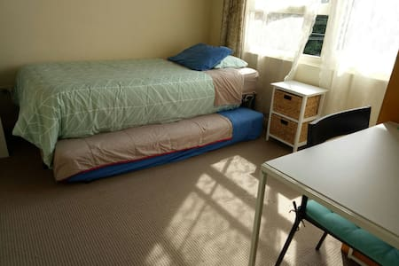 Private SINGLE or TWIN room in a 2br apart - Hillsdale - Lejlighed